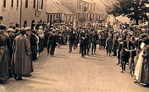 Marching to war on the High Street, 1914
